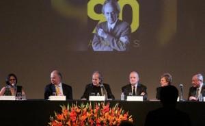 Enrique Krauze, Enrique Norten, Manuel Felguérez, Francisco Serrano y Silvia Cherem acompañaron al arquitecto en la Sala Ponce del INBA.