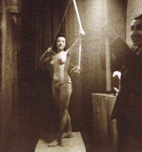 Helvia Martinez Verdayes posando como la Diana Cazadora.