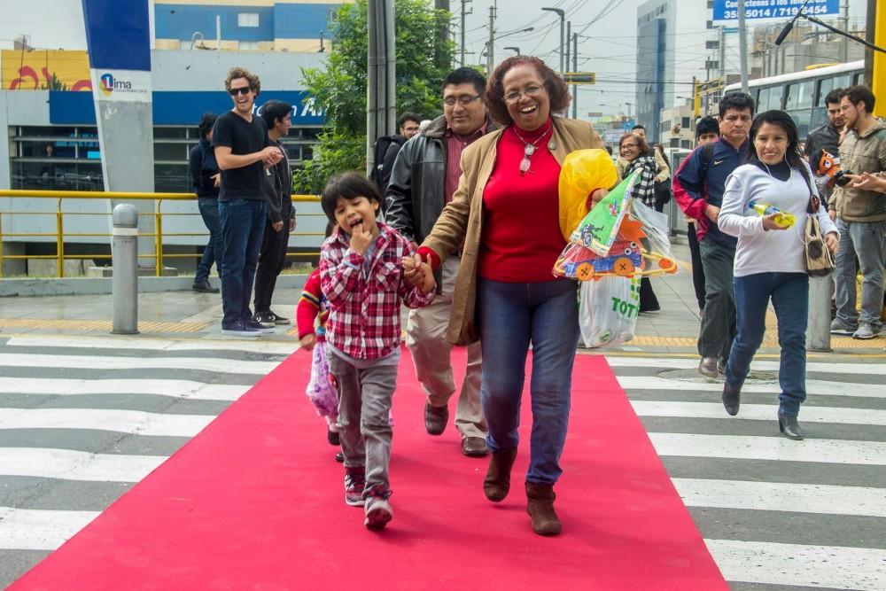 Acciones ciudadanas protegen a peatones en Lima, Perú
