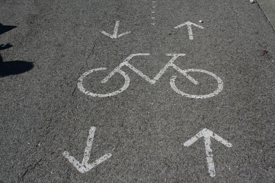Beneficia a la economía de los ciudadanos andar en bicicleta