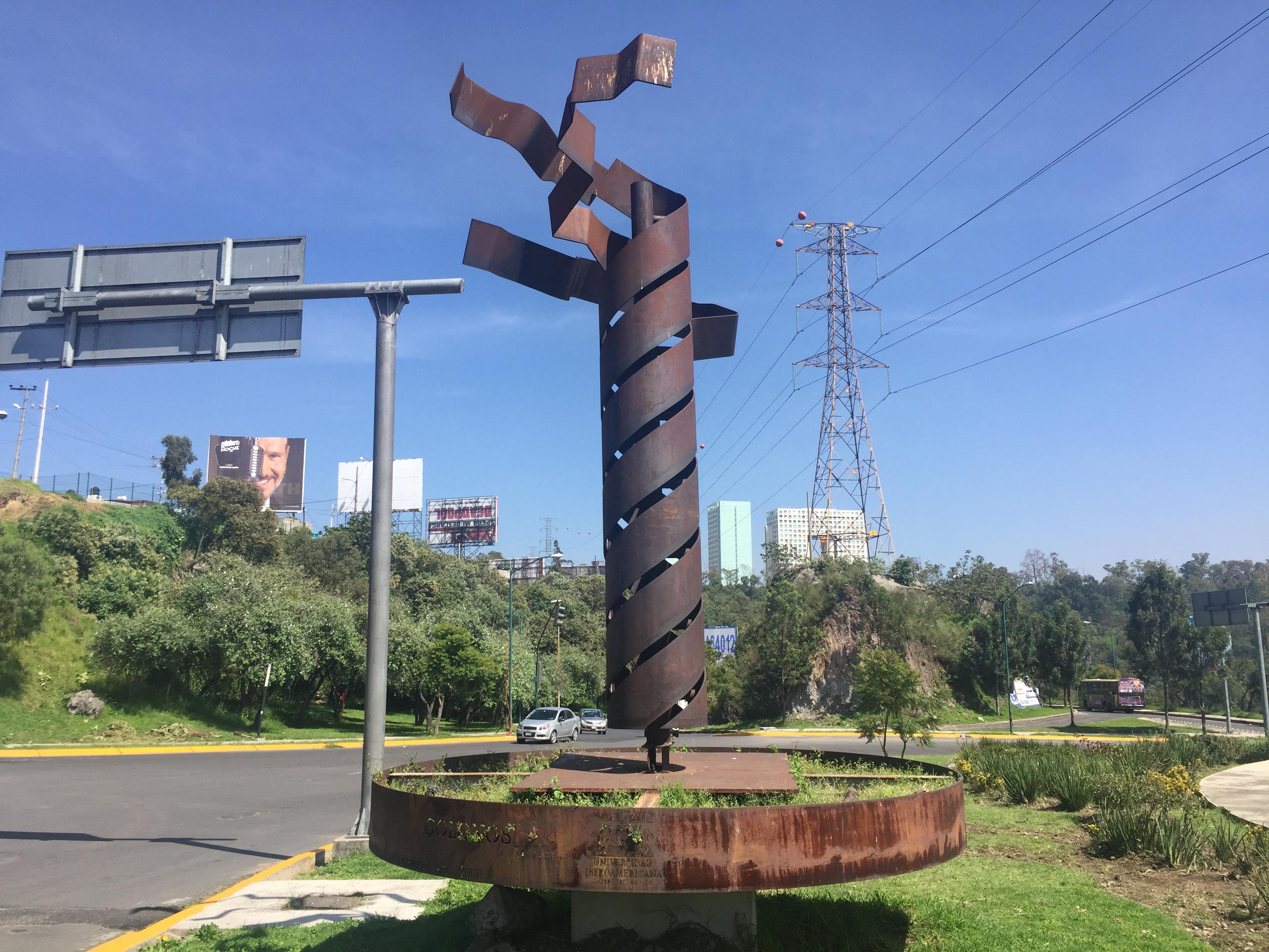 Moverán esculturas de Santa Fé para construir tren México-Toluca