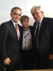 Miguel Ángel Mancera con Alicia Bárcena, Secretaria Ejecutiva de la Comisión Económica para América Latina y el Caribe (CEPAL), y Joan Clos.