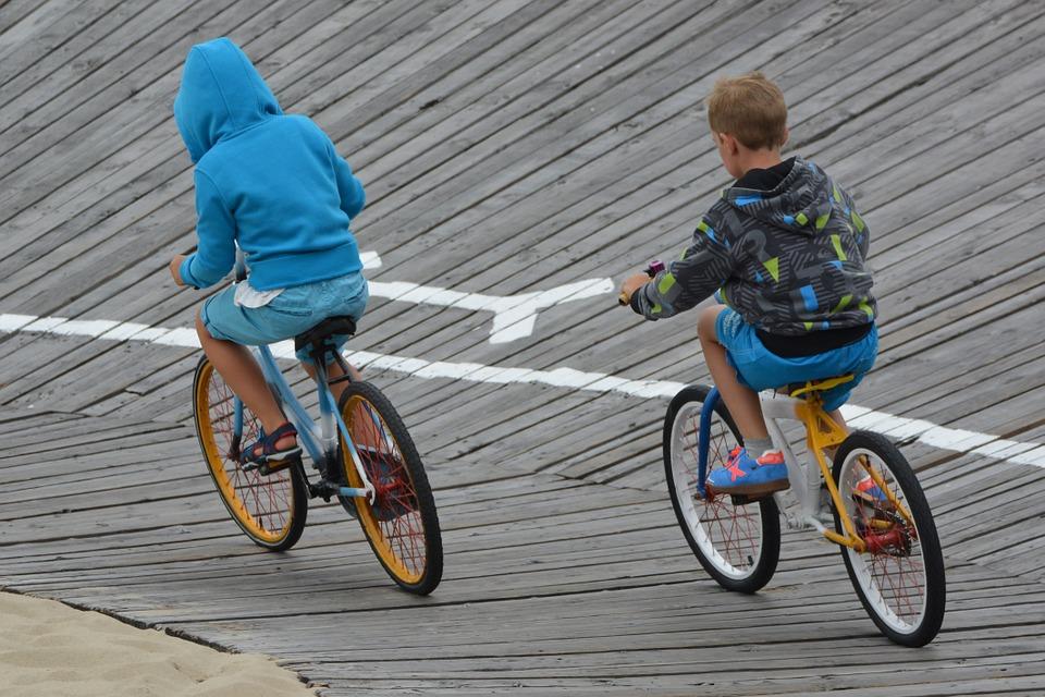 Descubren niños su ciudad a través de la bicicleta
