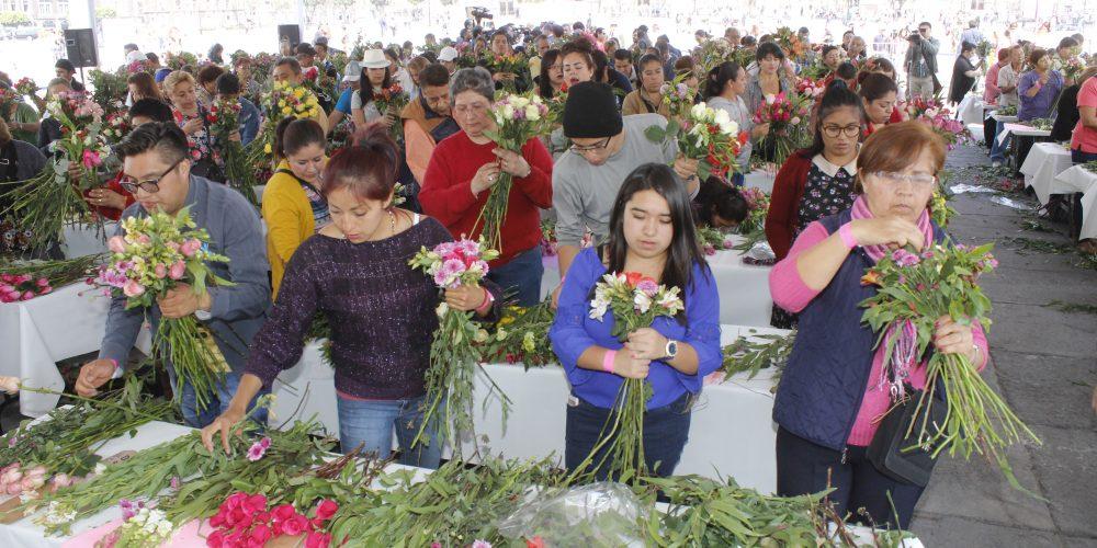 Taller de floricultura en el Zócalo
