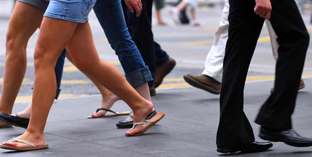 ciudad-caminando-peatones