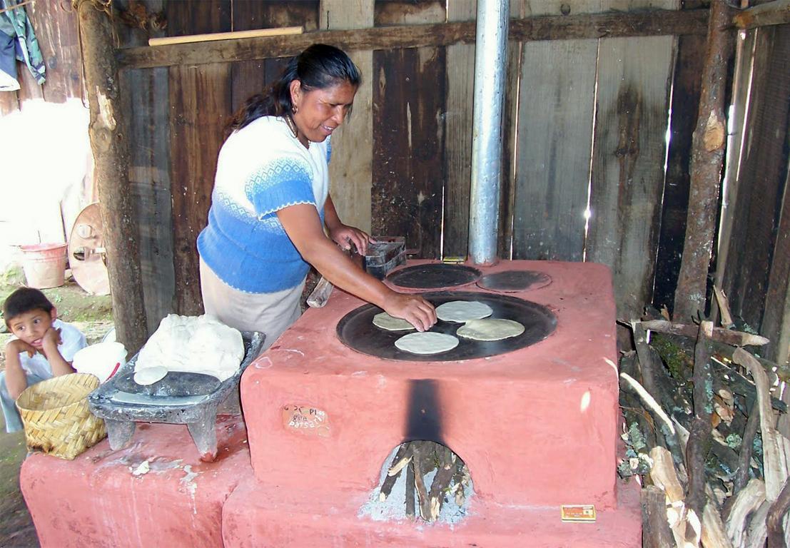 Impulsan estudiantes de la UNAM el uso de estufas ecológicas