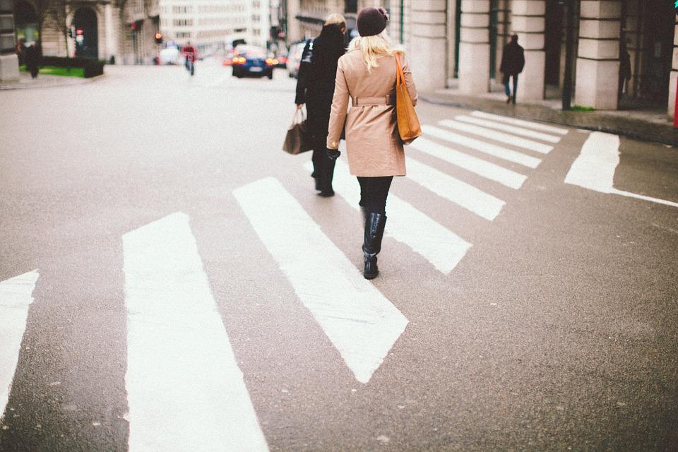 Disfrutan peatones carta sobre sus derechos