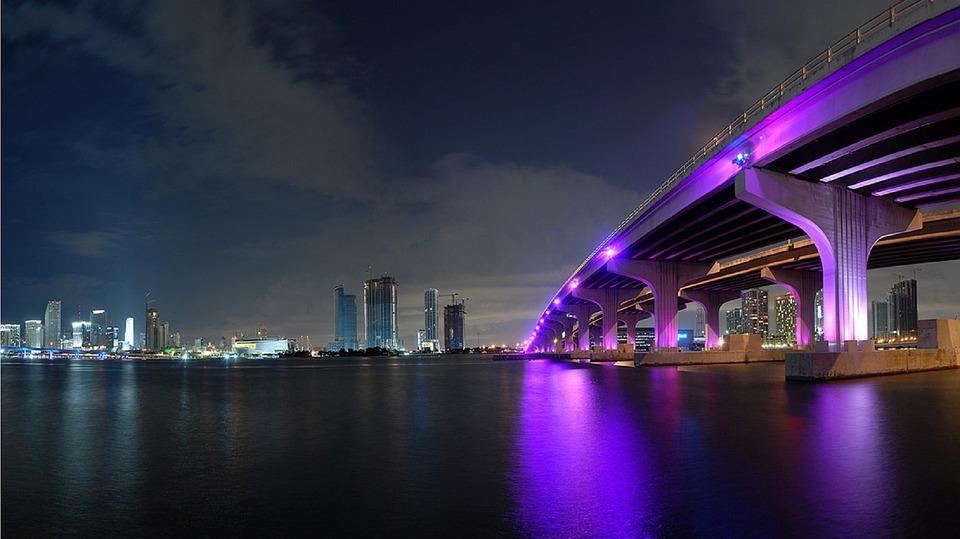 Nacería un parque bajo puente vial en Miami