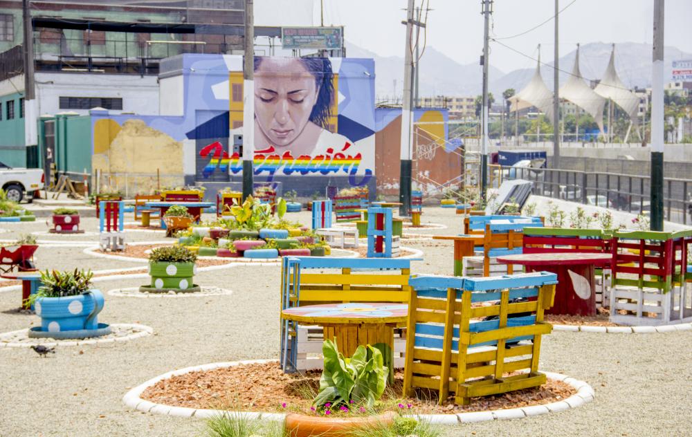 """""""Parklets"""" transforman espacios desocupados en Lima"""