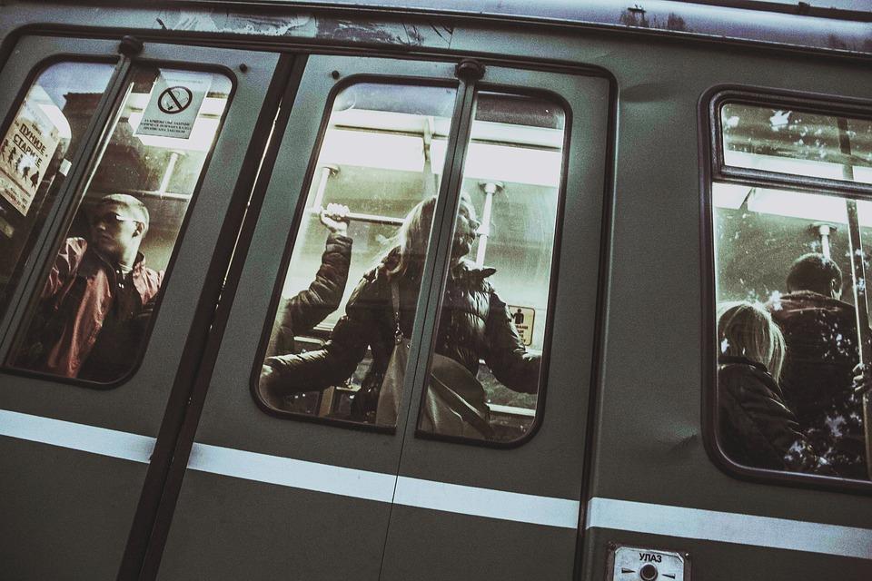 Repoblar las instalaciones del Metro, una apuesta por la dignificación en la movilidad