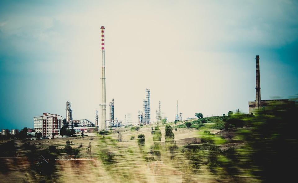 Crean una refinería abastecida por plástico