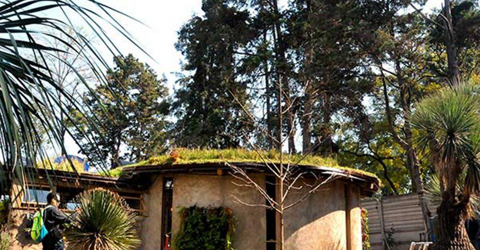 Construyen casa hecha 100% de materiales reciclado