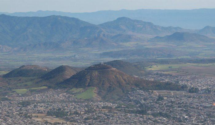 La mancha urbana de México invade la zona de volcanes, poniendo en riesgo la vida de miles de personas.