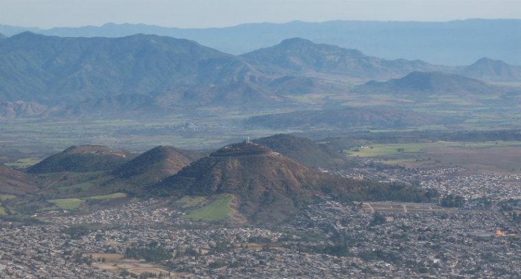 Mancha urbana invade zona volcanes