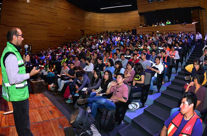 Capacitan a estudiantes para evaluación de inmuebles en CDMX