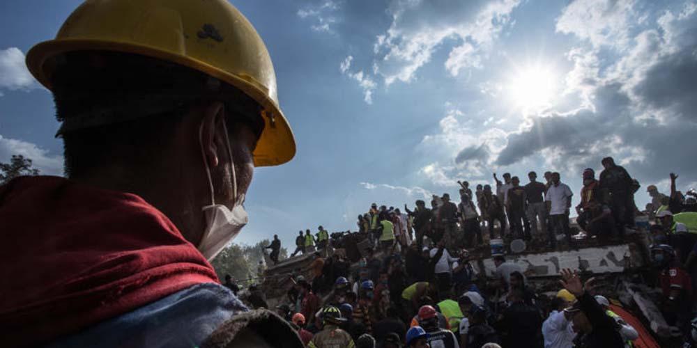 Inicia la entrega de créditos por 2 millones para reconstrucción