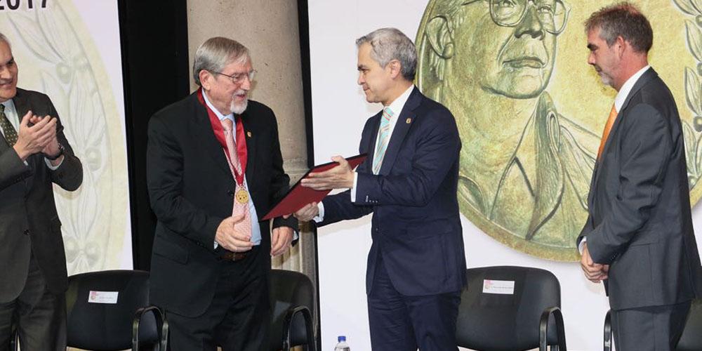 GCDMX entrega Premio Heberto Castillo 2017 AL Dr. Lourival Possani