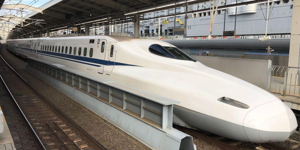 El tren bala Skinkansen: símbolo japonés de conectividad, tecnología y eficacia que alcanza una velocidad de 320 km/h