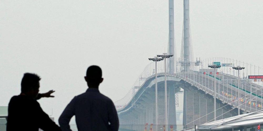 ¿Sabías que el puente más largo del mundo conecta a Hong Kong con China mide 55 kilómetros?
