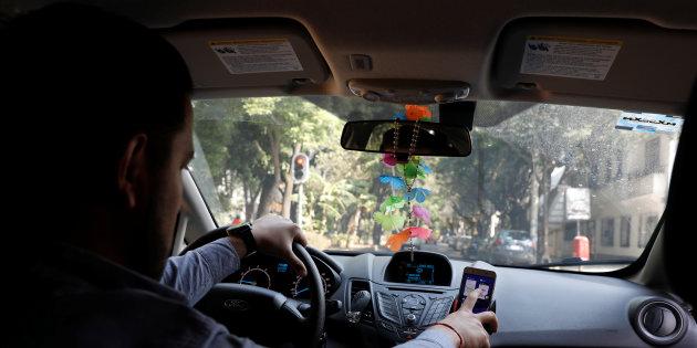 Profesionistas con licenciatura, maestría y doctorado son taxistas o viven en la calle